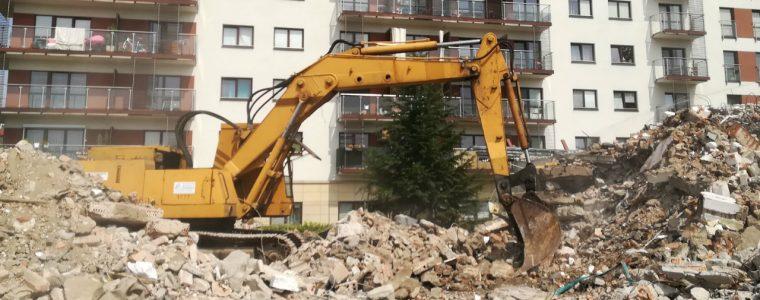 Realizacja: wyburzanie obiektu gospodarczego