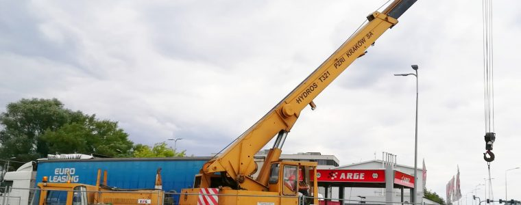 dźwig samochodowy pylon cenowy montaż