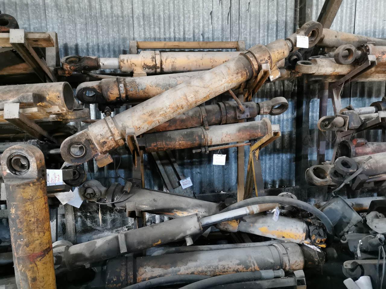 siłownik koparki k 611 kraków części sprzedaż
